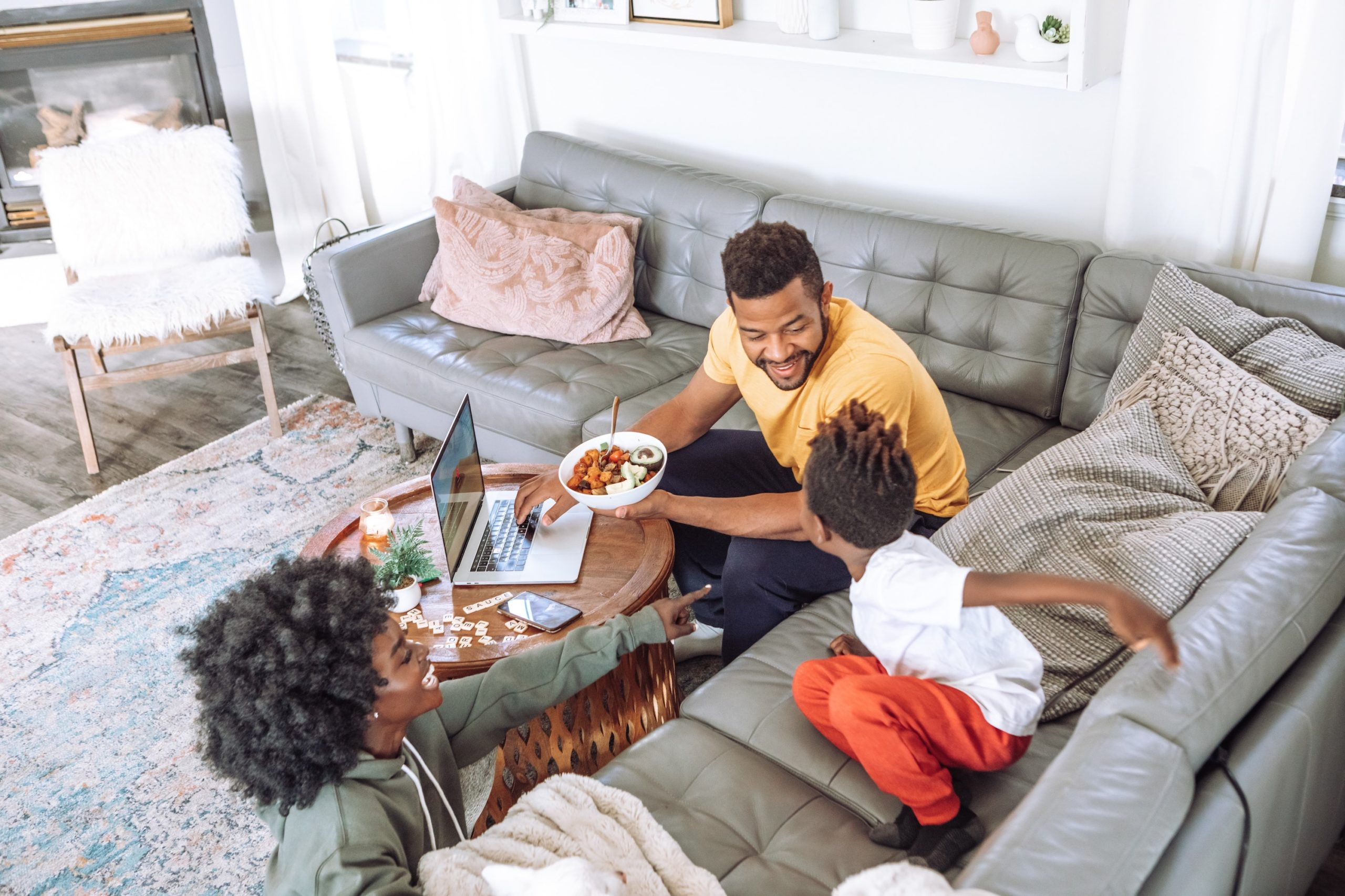 realistic-new-years-resolutions-for-2021-setting-smart-goals-family-time-family-dinner
